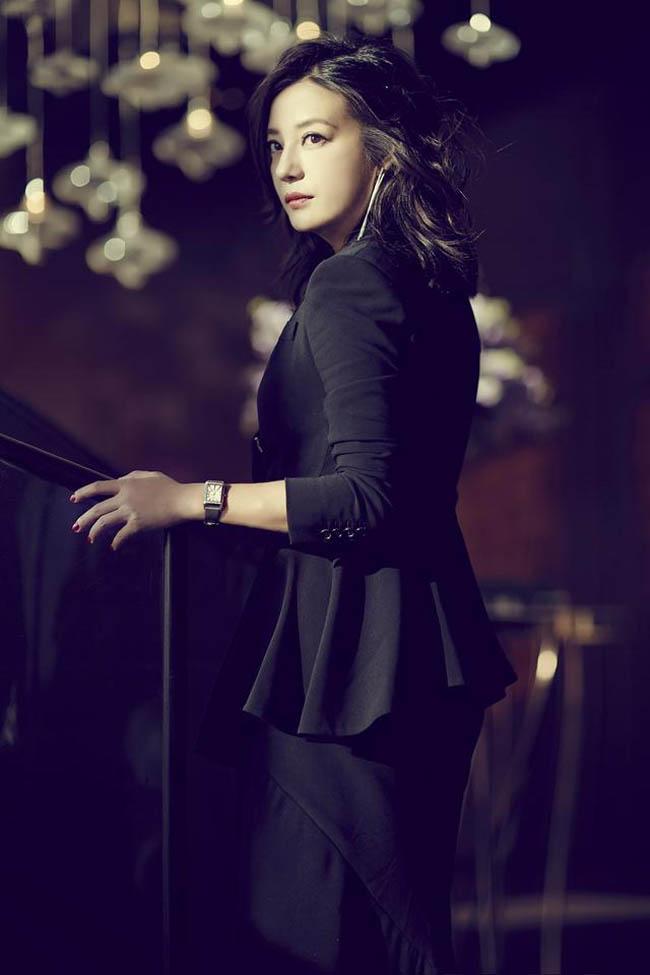 Triệu Vy là nữ diễn viên hay diện vest nhất trong Cbiz. Từ cuộc sống thường ngày, dự sự kiện hay tham gia ghi hình, người đẹp đều thích mặc vest.