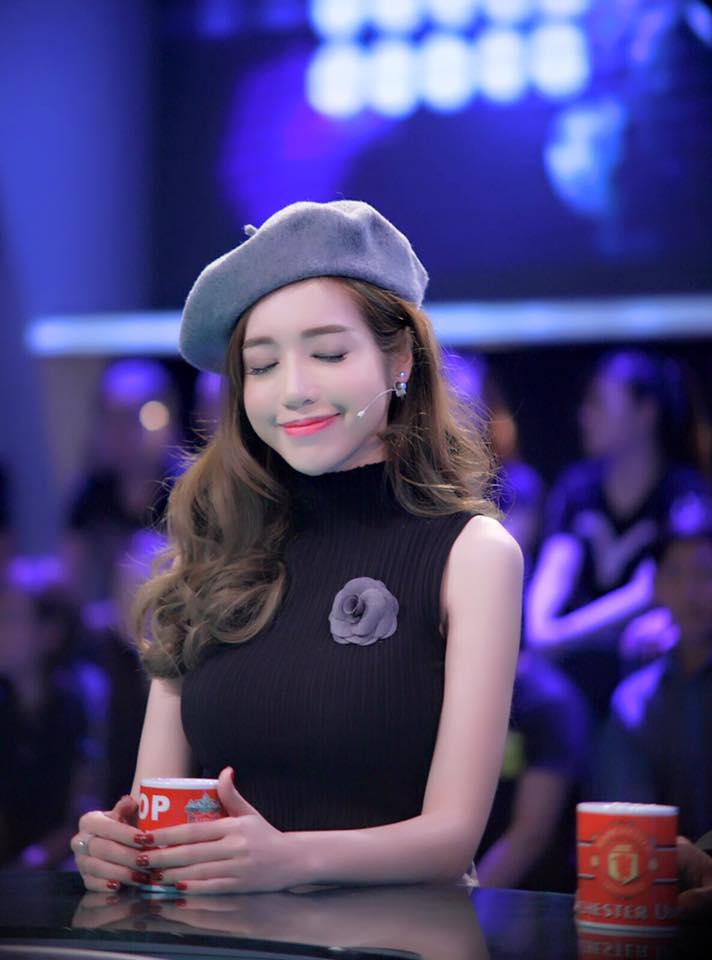 """Elly Trần khiến fan """"sốc"""" vì trẻ như thiếu nữ 18-3"""