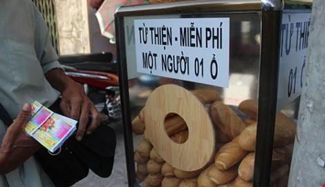 Tủ bánh mì miễn phí giữa Sài Gòn-1