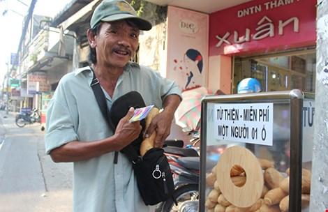 Tủ bánh mì miễn phí giữa Sài Gòn-2