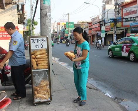 Tủ bánh mì miễn phí giữa Sài Gòn-5