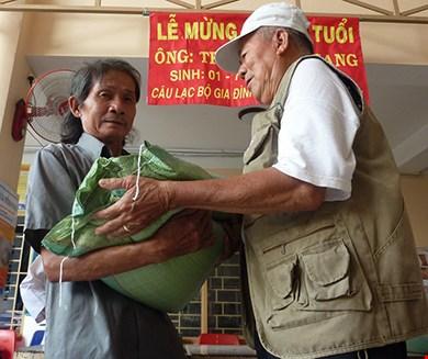 Tủ bánh mì miễn phí giữa Sài Gòn-6
