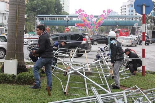 Tháo dỡ đèn trang trí lòe loẹt trên đường Nguyễn Chí Thanh-10