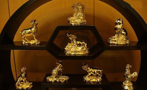 Quà tặng Tết mạ vàng: đắt xắt ra miếng-11
