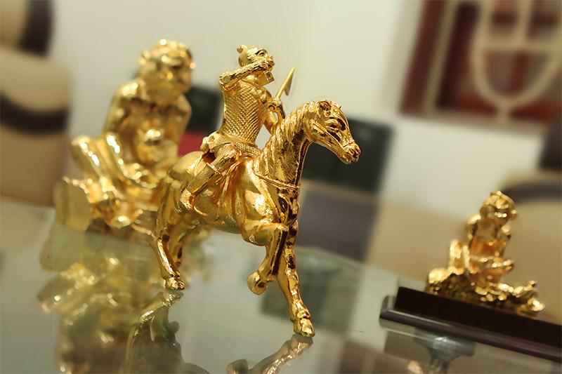 Quà tặng Tết mạ vàng: đắt xắt ra miếng-4