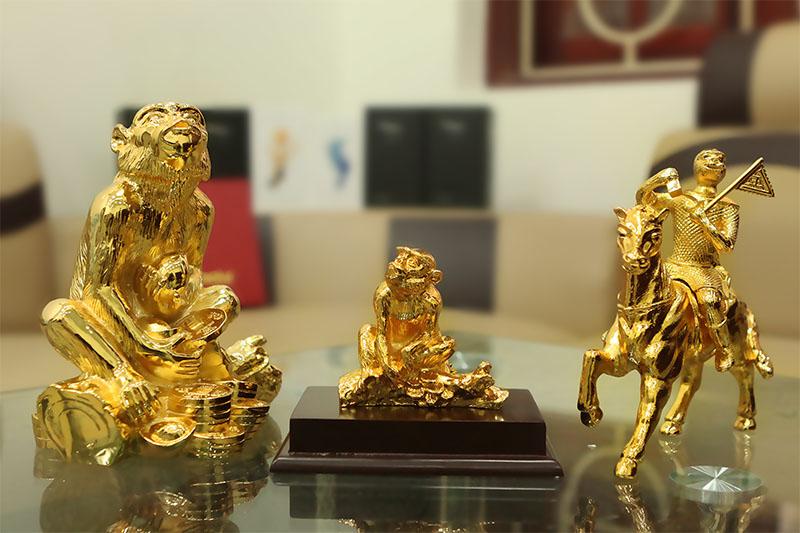 Quà tặng Tết mạ vàng: đắt xắt ra miếng-2