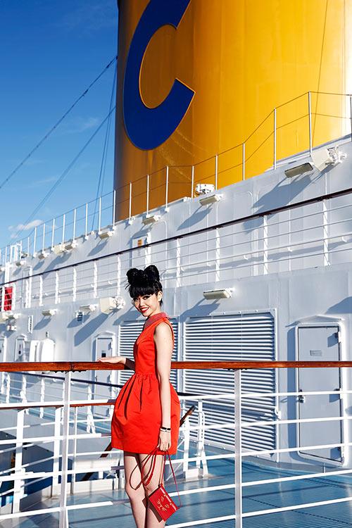 Jessica Minh Anh khoe dáng trên con tàu khổng lồ-1