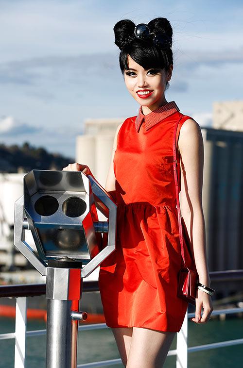 Jessica Minh Anh khoe dáng trên con tàu khổng lồ-2