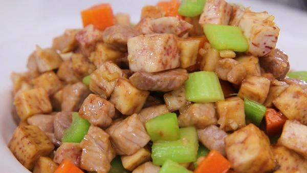 Thịt heo xào khoai môn đơn giản mà ngon-10