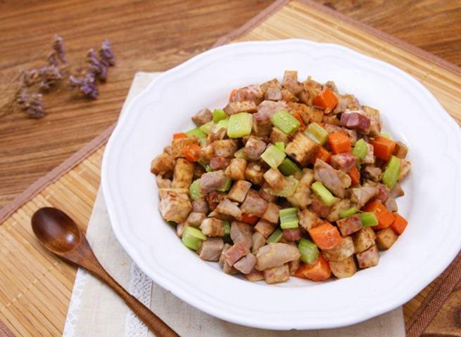 Thịt heo xào khoai môn đơn giản mà ngon-11