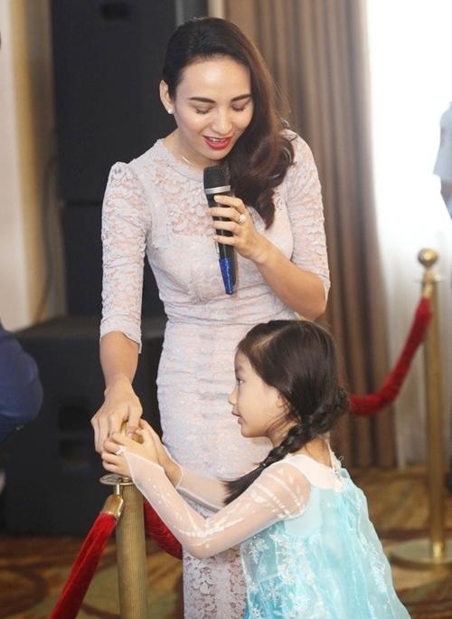 HH Ngọc Diễm lần đầu đưa con gái đi sự kiện-6
