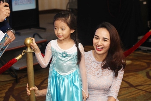HH Ngọc Diễm lần đầu đưa con gái đi sự kiện-5