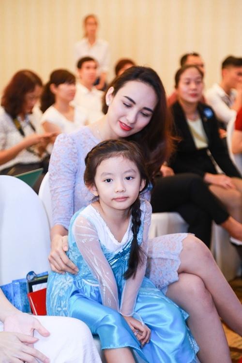 HH Ngọc Diễm lần đầu đưa con gái đi sự kiện-2