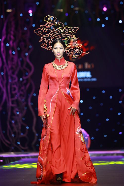 lan khue, pham huong xung xinh ao dai da sac - 15