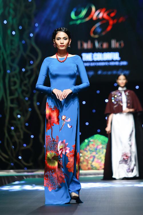 lan khue, pham huong xung xinh ao dai da sac - 13
