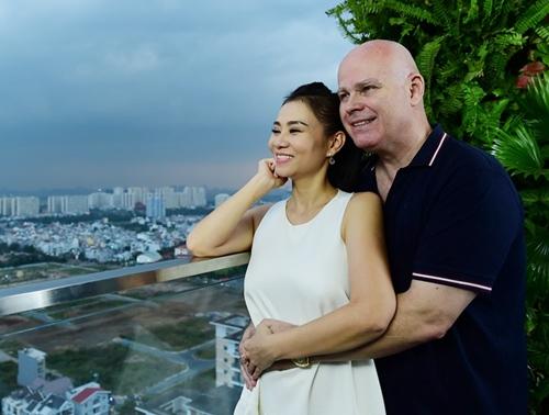 chong tay lan dau dien ao dai don tet cung thu minh - 5
