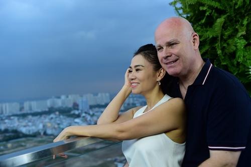 chong tay lan dau dien ao dai don tet cung thu minh - 6