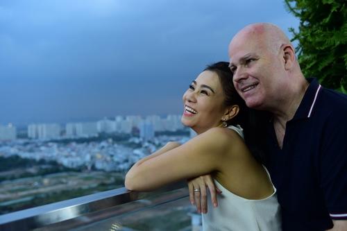 chong tay lan dau dien ao dai don tet cung thu minh - 7
