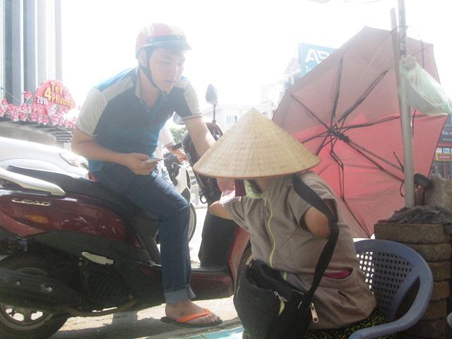 cam phuc nguoi phu nu ban ve so khong tay khong chan - 5