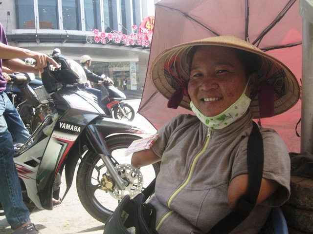 cam phuc nguoi phu nu ban ve so khong tay khong chan - 4