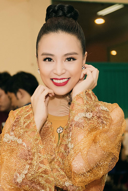 """hoang thuy linh dep la lung voi ao yem """"banh troi nuoc"""" - 6"""
