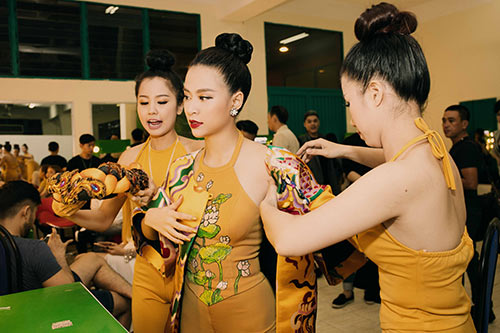 """hoang thuy linh dep la lung voi ao yem """"banh troi nuoc"""" - 1"""