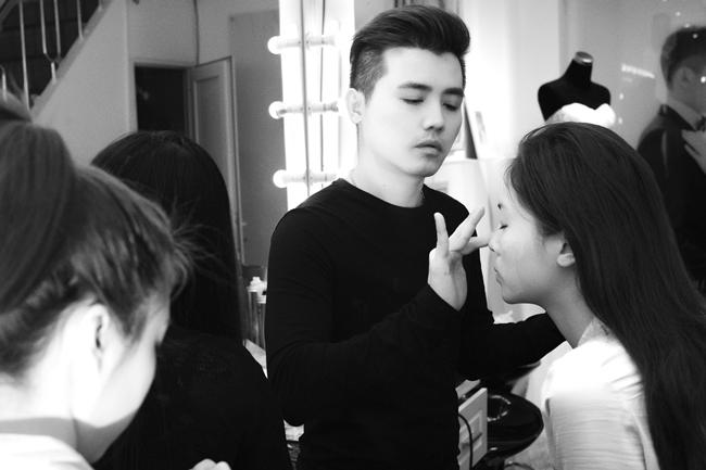 Gần đây, Hoa hậu Kỳ Duyên hạn chế đi sự kiện để dành thời gian cho các công việc thiện nguyện. Người đẹp sinh năm 1996 cũng hiếm khi nhận lời làm mẫu ảnh, song lần này, cô đã 'phá lệ' vì có mối quan hệ khá thân thiết với chuyên gia trang điểm John Kim.
