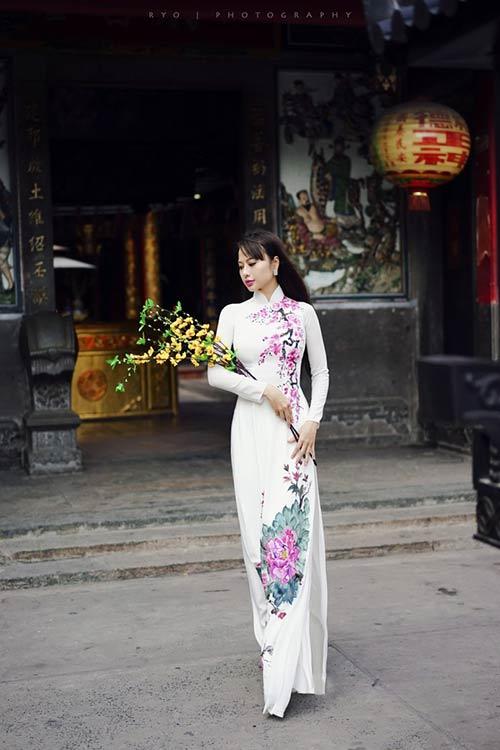 huynh yen trinh tha thuot ao dai len chua cuoi nam - 1