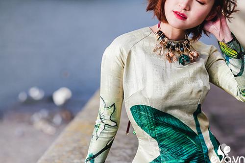 Nao lòng ngắm áo dài Việt tha thướt trên đường phố Paris-9