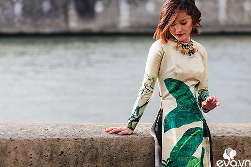 Nao lòng ngắm áo dài Việt tha thướt trên đường phố Paris-10