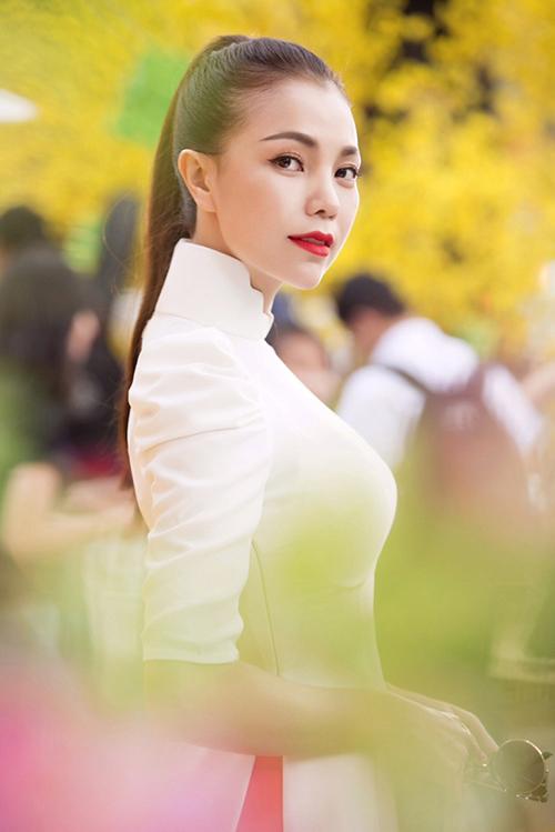 Trang điểm, làm tóc diện áo dài đẹp tựa Trà Ngọc Hằng-9
