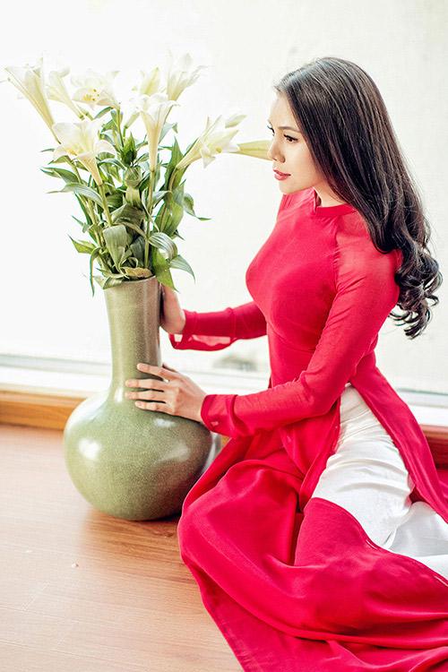 Trang điểm, làm tóc diện áo dài đẹp tựa Trà Ngọc Hằng-3