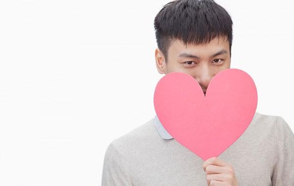valentine: dan ong doc than cam thay co don hon phu nu - 1