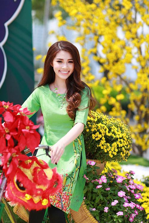 Hoa hậu Việt kiều hân hoan lần đầu mặc áo dài đón xuân-12