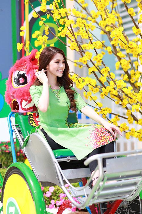 Hoa hậu Việt kiều hân hoan lần đầu mặc áo dài đón xuân-13