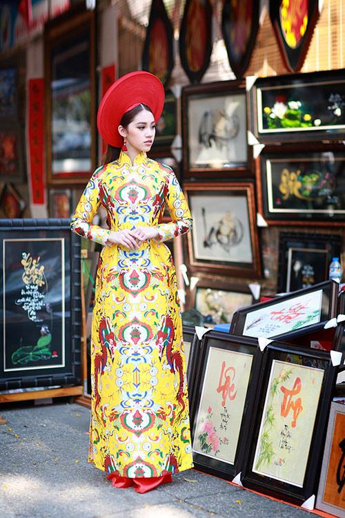 Hoa hậu Việt kiều hân hoan lần đầu mặc áo dài đón xuân-3