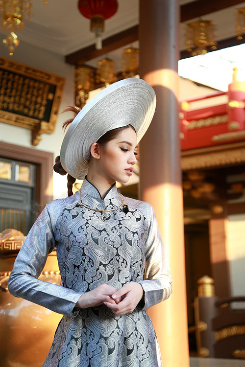 Hoa hậu Việt kiều hân hoan lần đầu mặc áo dài đón xuân-4