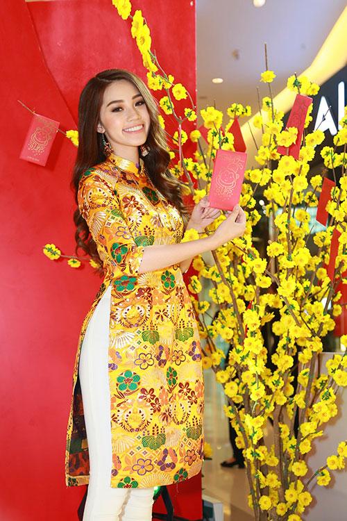 Hoa hậu Việt kiều hân hoan lần đầu mặc áo dài đón xuân-10