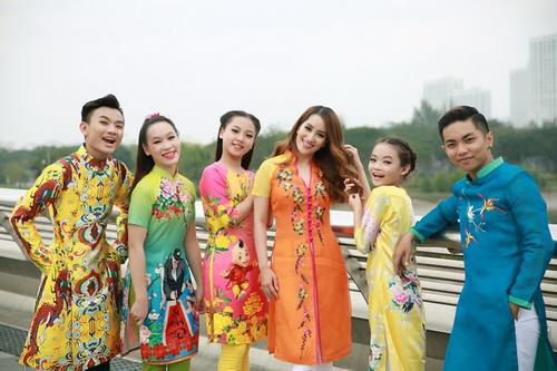 Khánh Thi - Phan Hiển khoe con trai mặc áo dài đáng yêu-14