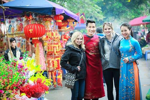 nguyen khang dien ao dai don xuan o pho co ha noi - 6