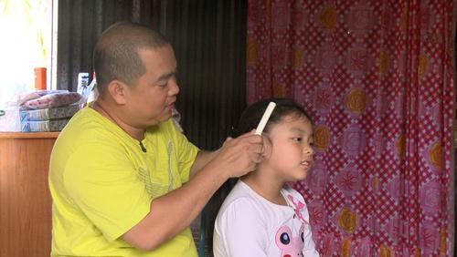 Những giây phút 'ngọt lịm tim' của bố con Minh Khang – Suti-8