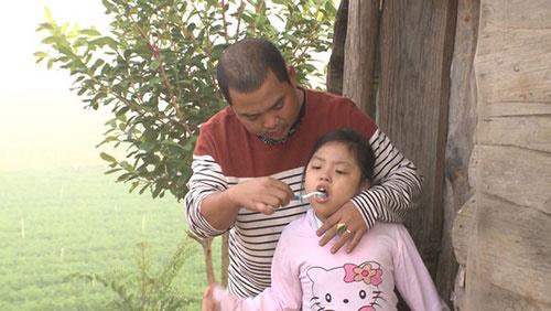 Những giây phút 'ngọt lịm tim' của bố con Minh Khang – Suti-11