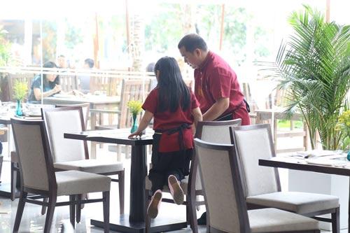 Những giây phút 'ngọt lịm tim' của bố con Minh Khang – Suti-15