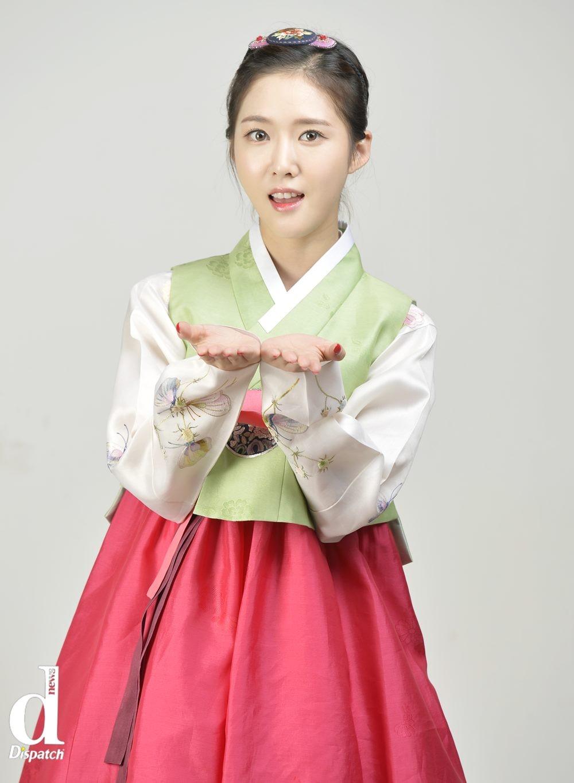 Sao Hàn xúng xính diện hanbok đón Tết-7