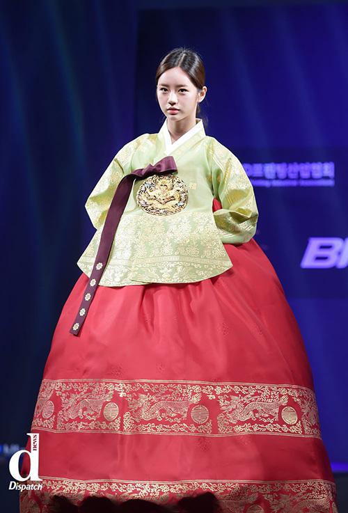 Sao Hàn xúng xính diện hanbok đón Tết-2