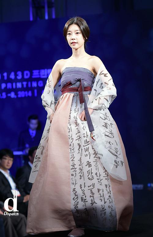 Sao Hàn xúng xính diện hanbok đón Tết-8