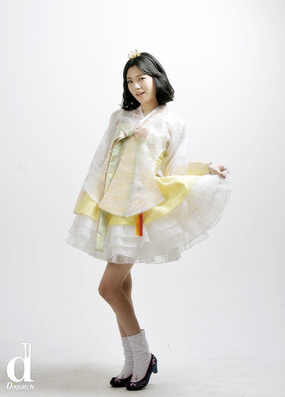 Sao Hàn xúng xính diện hanbok đón Tết-5