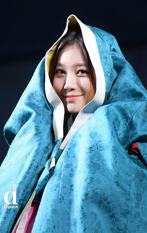 Sao Hàn xúng xính diện hanbok đón Tết-4