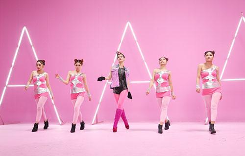 """Đông Nhi đầy cá tính với tóc hồng trong dự án """"Pink Girl""""-1"""