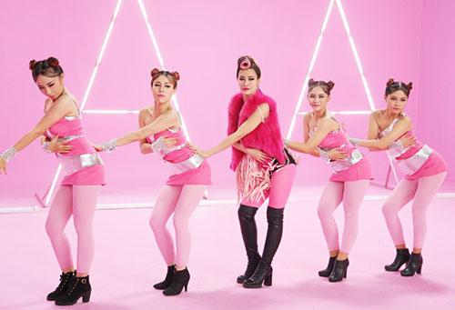 """Đông Nhi đầy cá tính với tóc hồng trong dự án """"Pink Girl""""-4"""